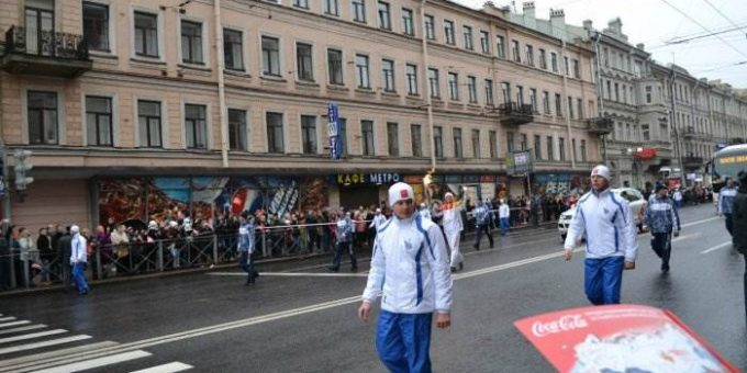 Олимпийский Огонь в Санкт-Петербурге фото
