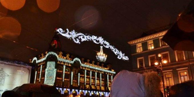 Дед Мороз на Невском и Новогодние ёлки в Петербурге