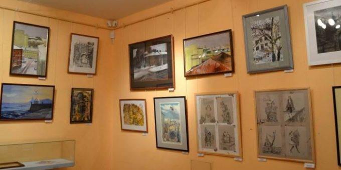 Выставка петербургских художников «Гуляя по крышам» в музее Печати