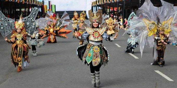 Индонезийский карнавал моды «Jember Fashion Carnaval»