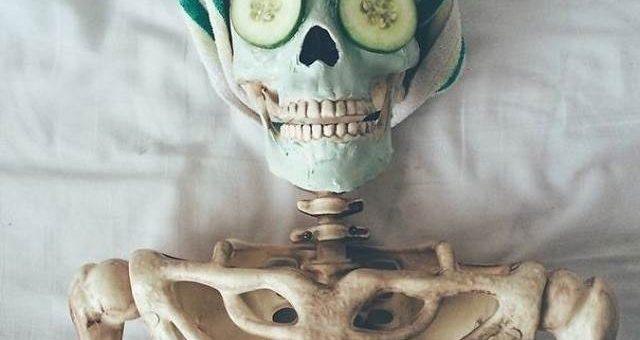 Самый популярный скелет из Instagram, фотограф Дана Херлихей