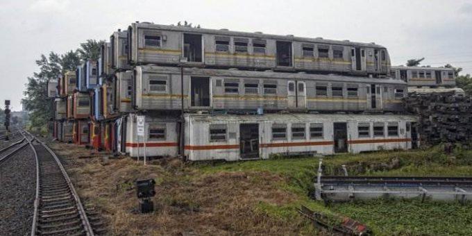 Кладбище электричек Purwakarta в Индонезии