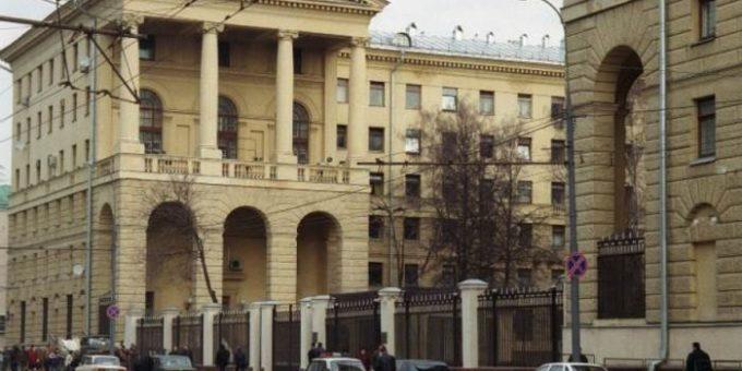 СКР и ФСБ провели обыски в МУРе на Петровке, 38