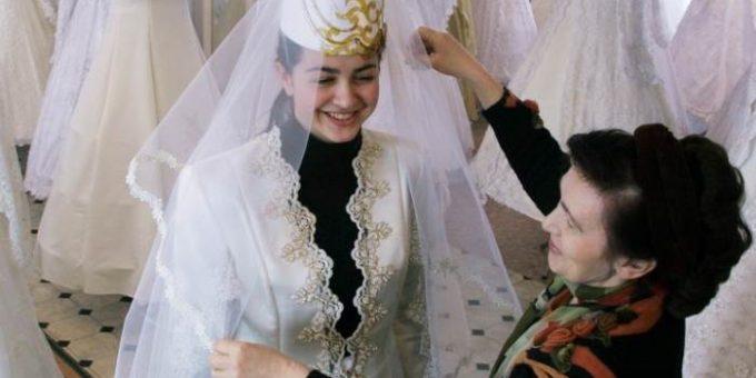 На чеченских свадьбах запретили пить, стрелять, танцевать и разрезать торт