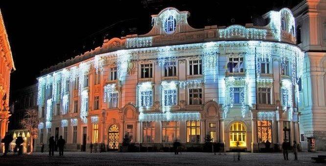 Новогоднее оформление фасадов – празднично и красиво! Промышленный альпинизм.
