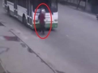 В Краснодаре автобус сбил троих детей видео