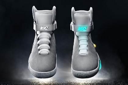 Самозавязывающиеся кроссовки из «Назад в будущее» подарили Майклу Джей Фоксу