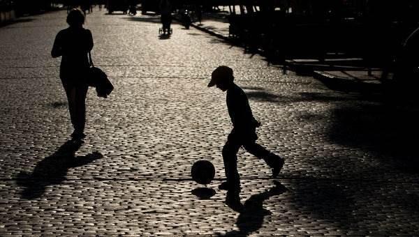 Комендантский час для несовершеннолетних могут ввести в России в 2016 году