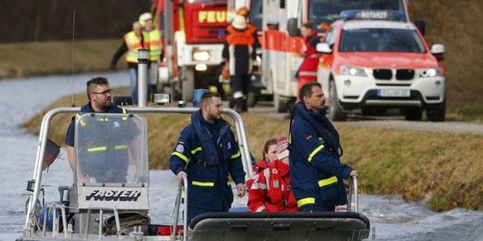 В Баварии столкнулись два поезда 9.02.2016 фото и видео