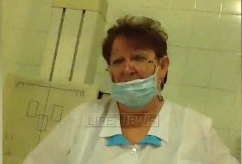 В Омске пьяная врач-рентгенолог угрожала пациентам видео