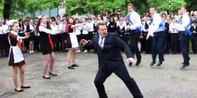 Танец директора лицея на последнем звонке видео