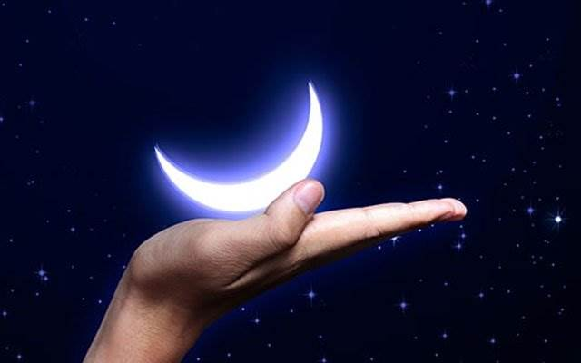 Луна на ладони