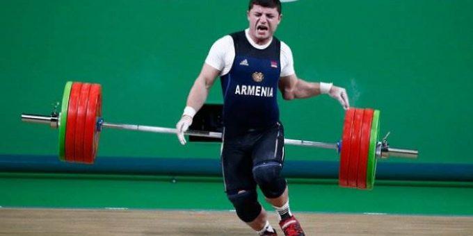 Армянский штангист вывернул локоть на Олимпиаде видео