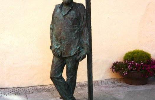 Памятник Довлатову открыли в Санкт-Петербурге фото