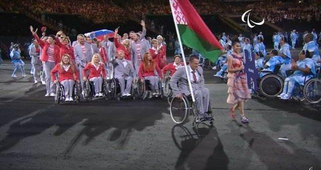 Белорусы пронесли российский флаг на открытии Паралимпиады фото и видео
