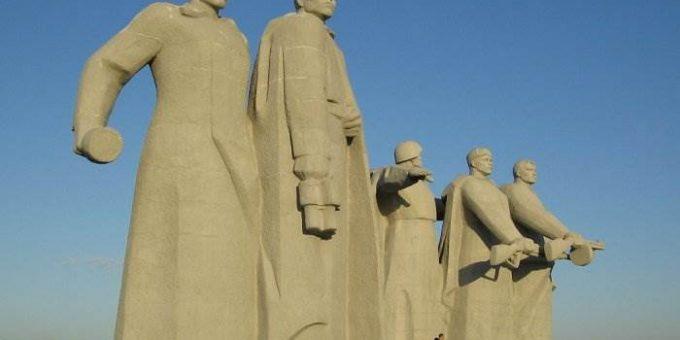 Памятник 28 Панфиловцам в Подмосковье фото