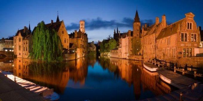 Брюгге, Бельгия - шоколад и достопримечательности фото