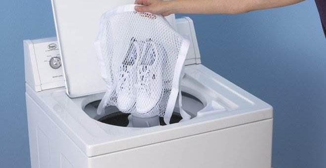 При скольки градусах стирать кроссовки