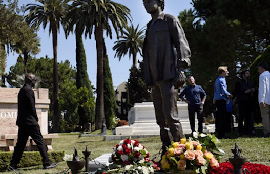 Антону Ельчину установили памятник в Голливуде фото