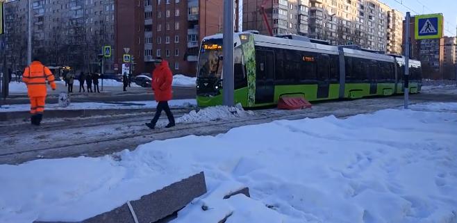 Трамвай «Чижик» впервые проехался по Петербургу фото и видео