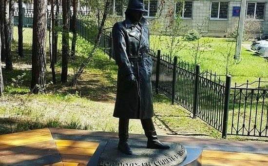 Памятник Глебу Жеглову установили в Ангарске фото