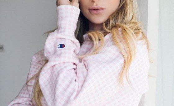Роскошная звезда Instagram Фелиция Сандерс