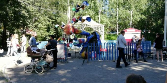 В Екатеринбурге рухнула карусель вместе с детьми фото