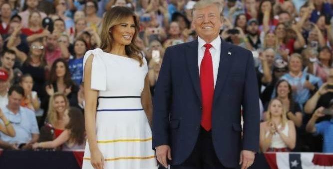 Меланья Трамп без нижнего белья и в мокром платье фото