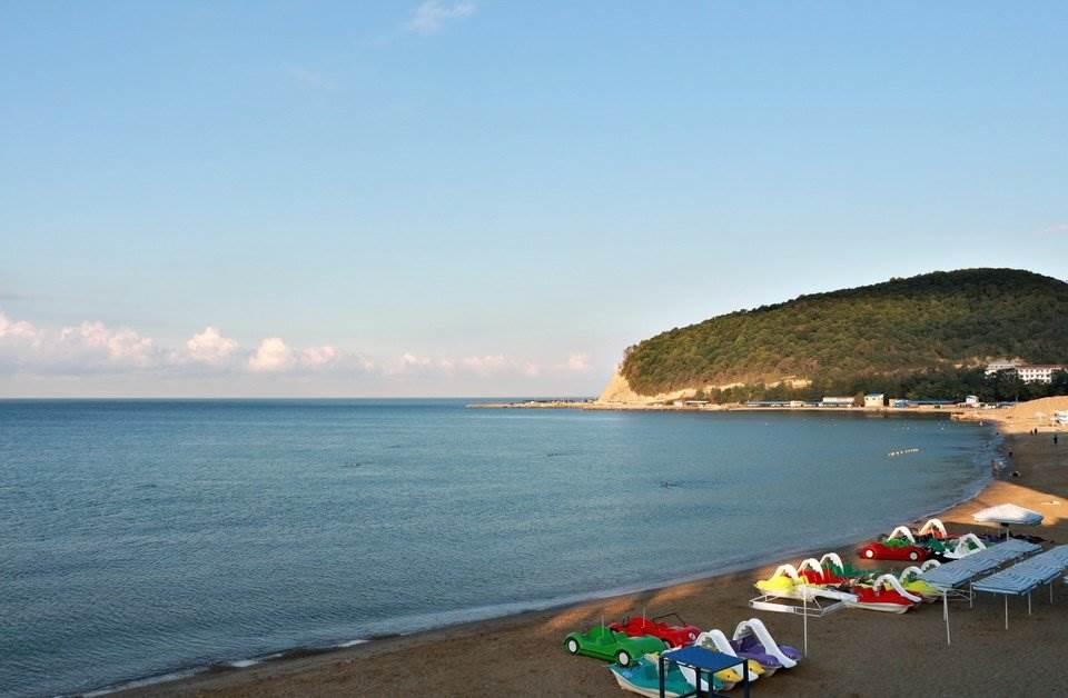 Чем покрыты пляжи Джубги