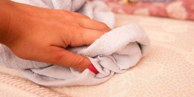 Как убрать следы косметики на матрасе в домашних условиях