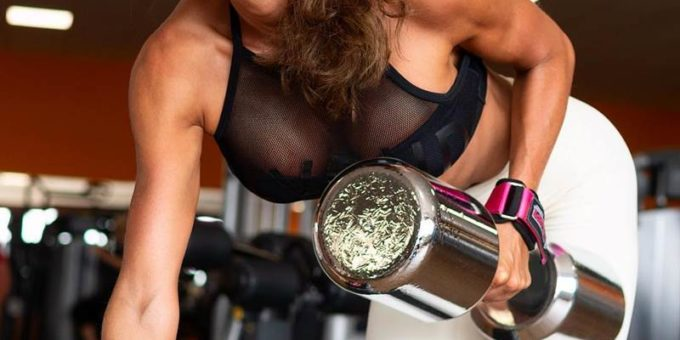 Изящная фитнес-модель Нина Лючия фото