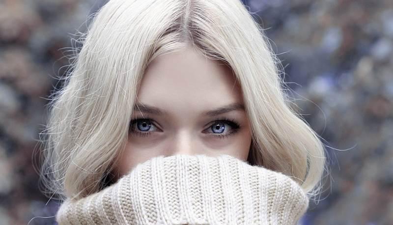 Блондинка с голубыми глазами фото