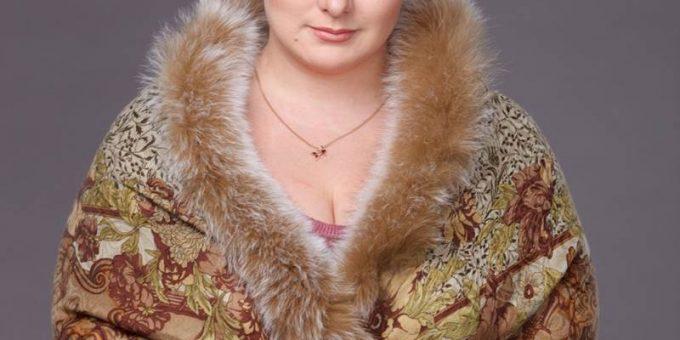 Рыжеволосая красавица с пышными формами, актриса и звезда «Ворониных» Юлия Куварзина