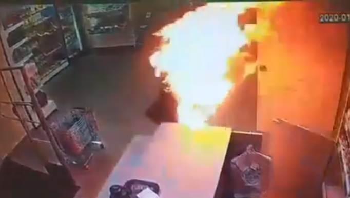 В Соликамске мужчина поджёг девушку