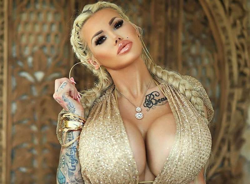 Большая силиконовая грудь