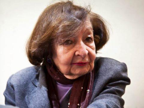 Писательница Ампаро Давила фото