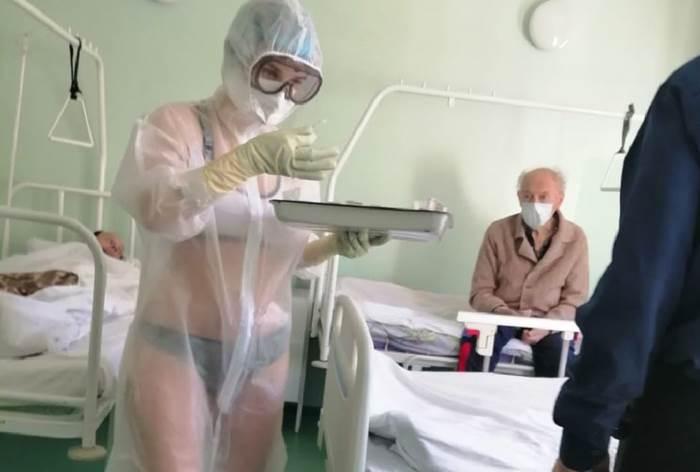 Тульская медсестра в прозрачном костюме фото