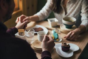 Свидание в кафе фото