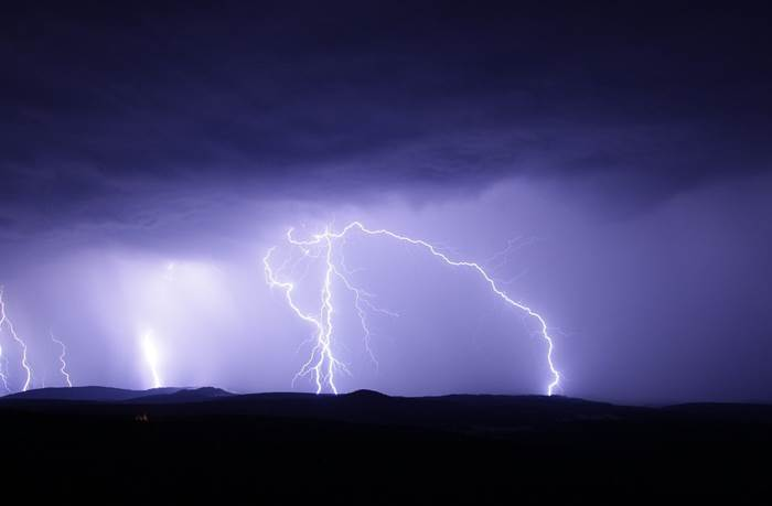 Гроза с молниями