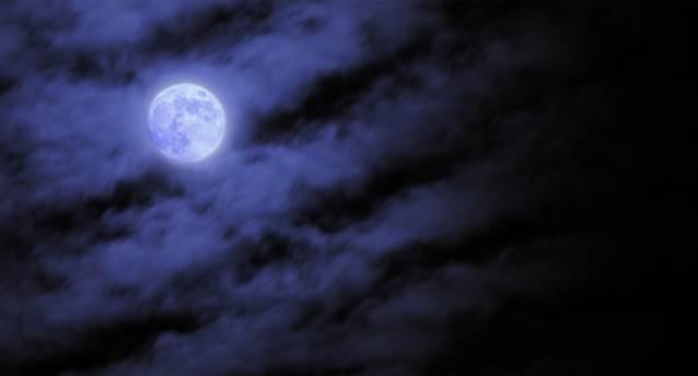 Луна за облаками