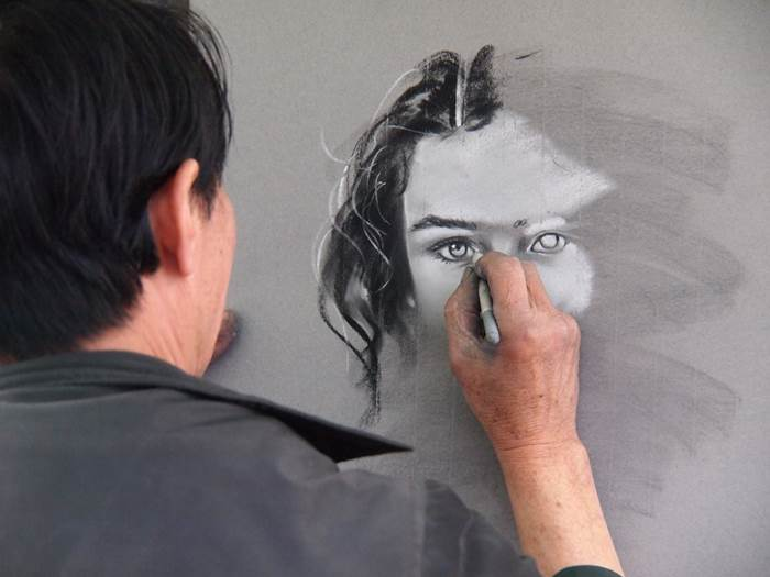 Художник пишет портрет