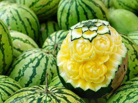 Жёлтый арбуз фото