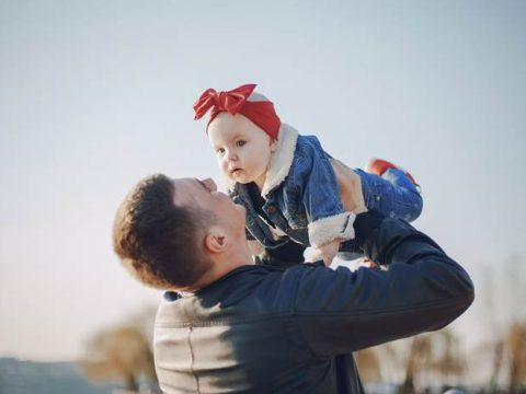 Отец с ребёнком
